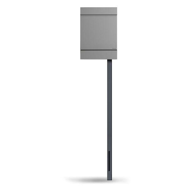 Standbriefkasten Letterman M in Silber von Radius Design