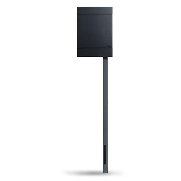 Standbriefkasten Letterman M in Schwarz von Radius Design
