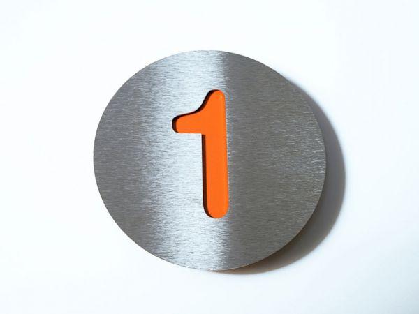 Hausnummer Edelstahl Farbe Orange 1